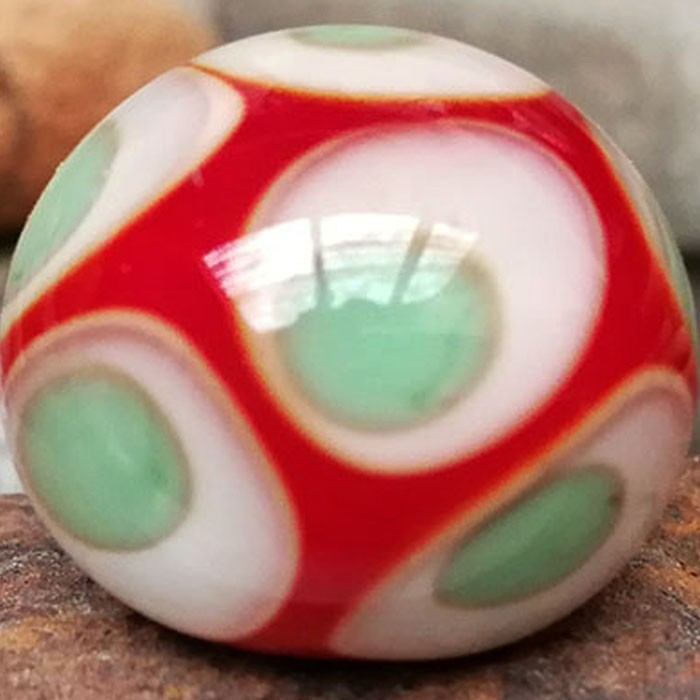 rojo claro con punto marfil claro, punto verde guisante superpuesto y punto transparente efecto lupa