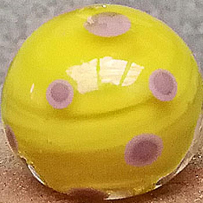 amarillo limón con lunares malva