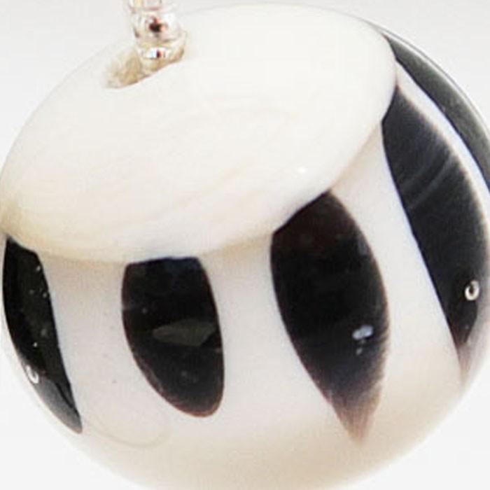 marfil claro con lunares negros y capa transparente