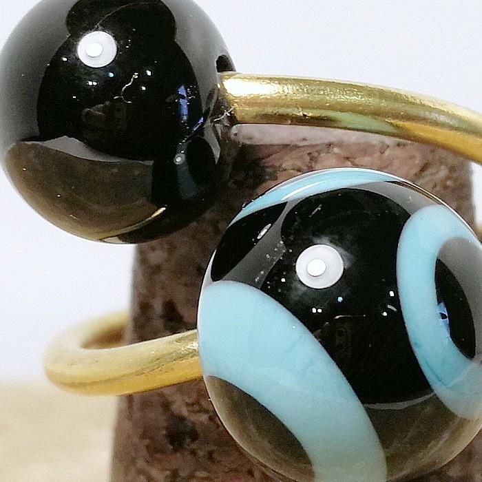 negro-negro con lunares turquesa claro y negros superpuestos