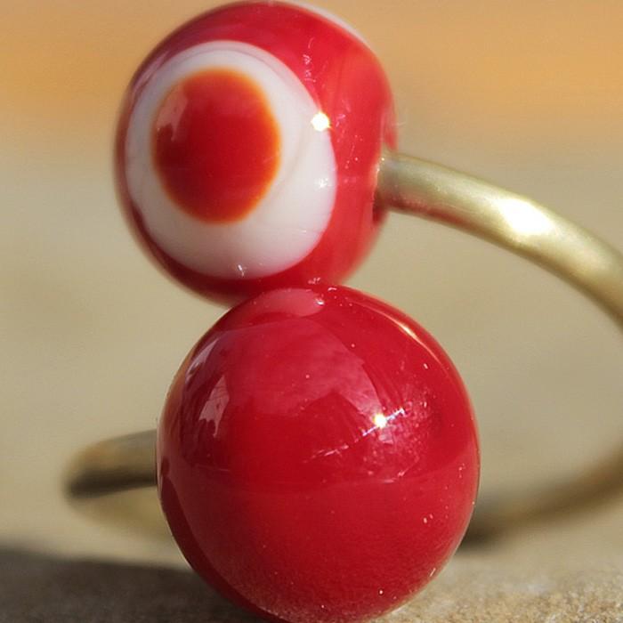rojo pintalabios-rojo pintalabios con lunares marfil claro y rojo superpuestos
