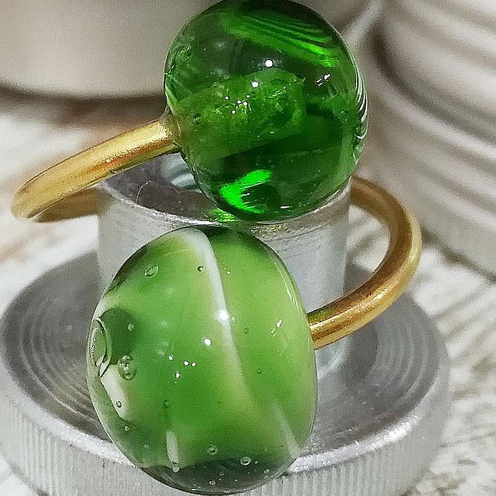 verde lima claro transparente-base blanca con capa verde lima oscuro