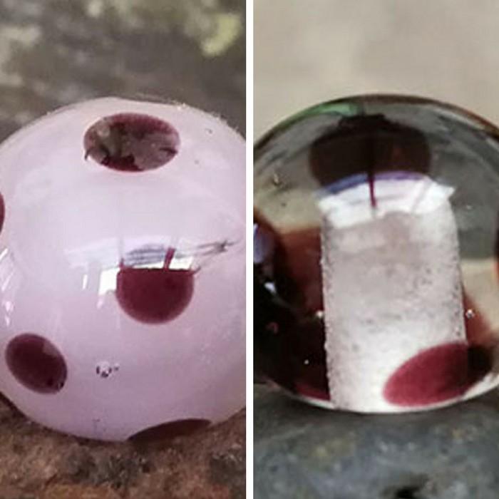 rosa chicle, capa transparente y lunares negros - transparente con lunares negros