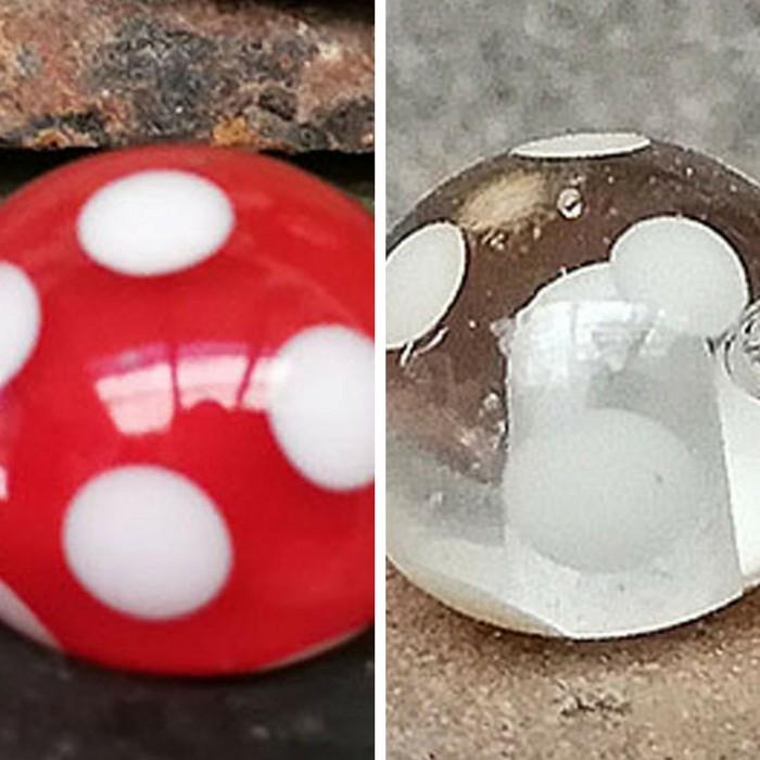 rojo pintalabios, capa transparente con lunares blancos - transparente con lunares blancos