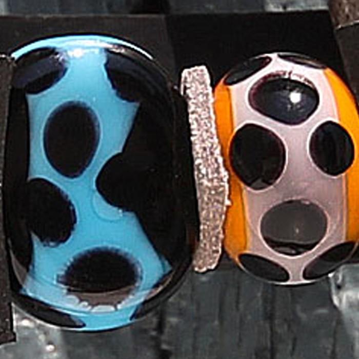 negro con franja turquesa claro y lunares negros - naranja mango con franja gris claro y lunares negros.