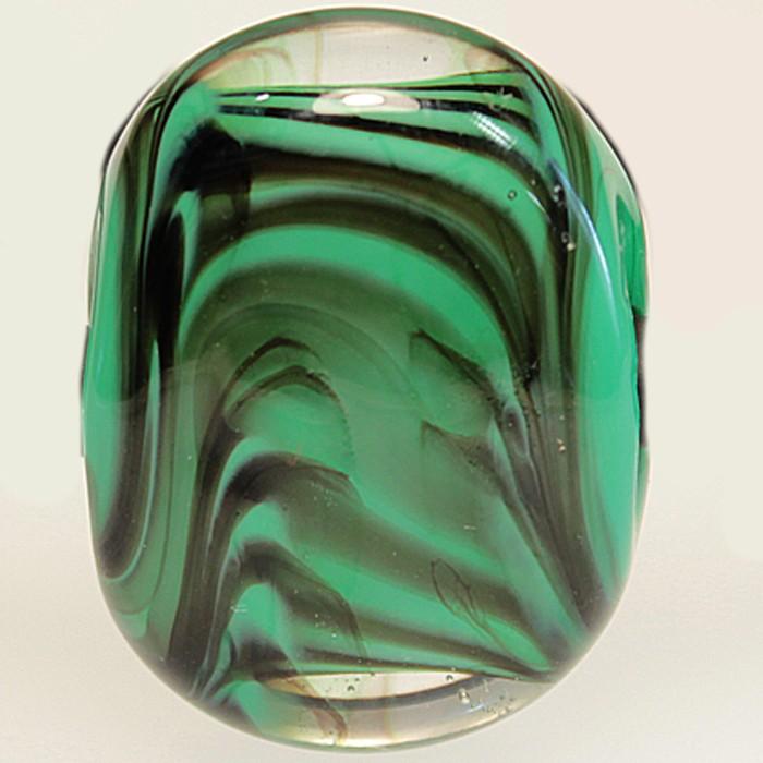verde hierba con rayas negras y capa transparente