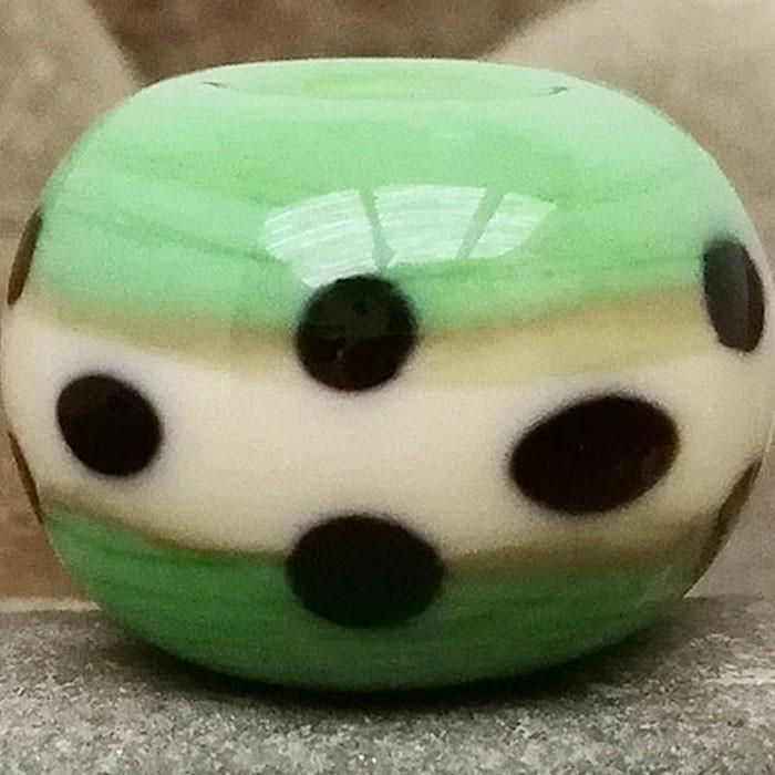 verde guisante con franja marfil claro y lunares negros