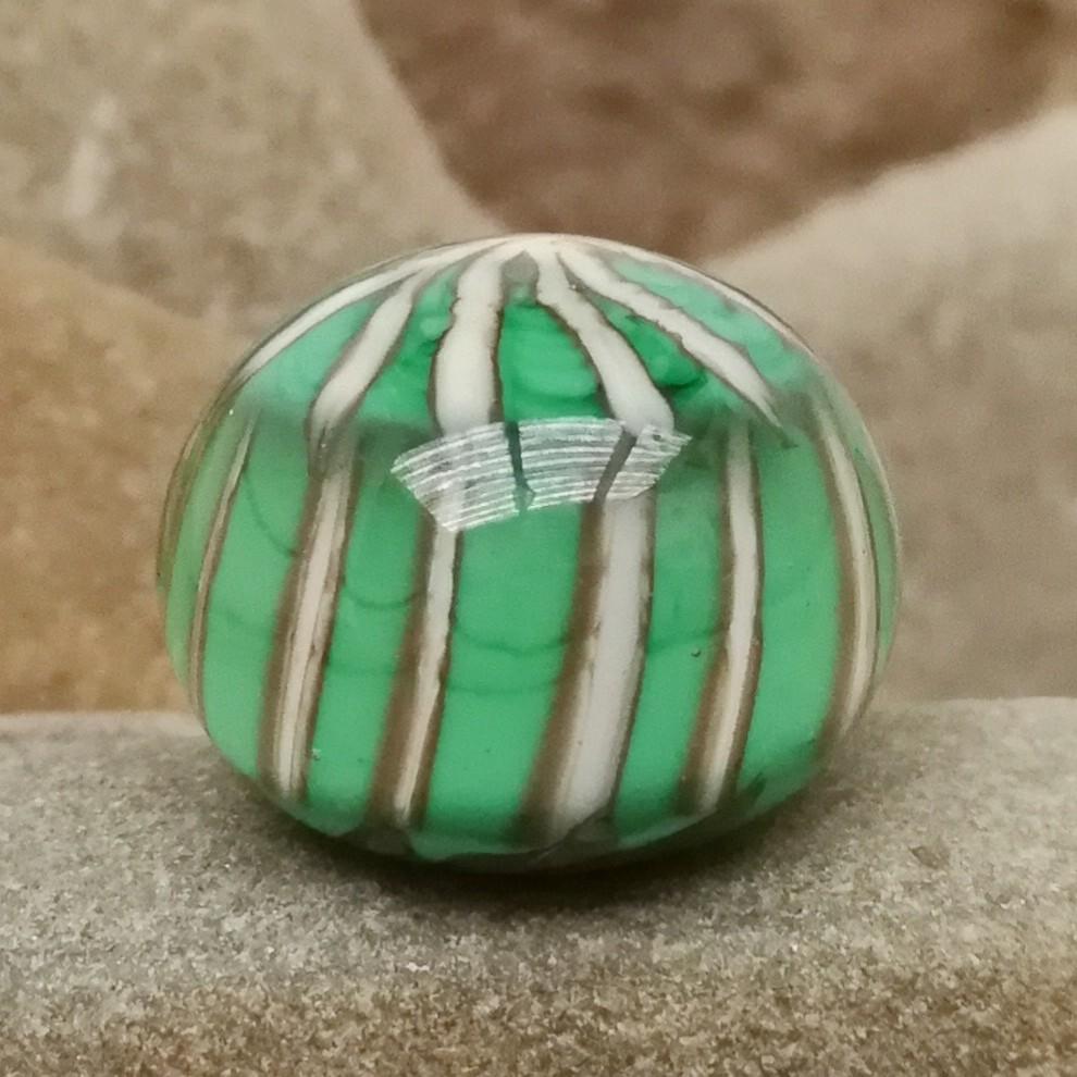 verde hierba con rayas asterisco marfil y capa transparente