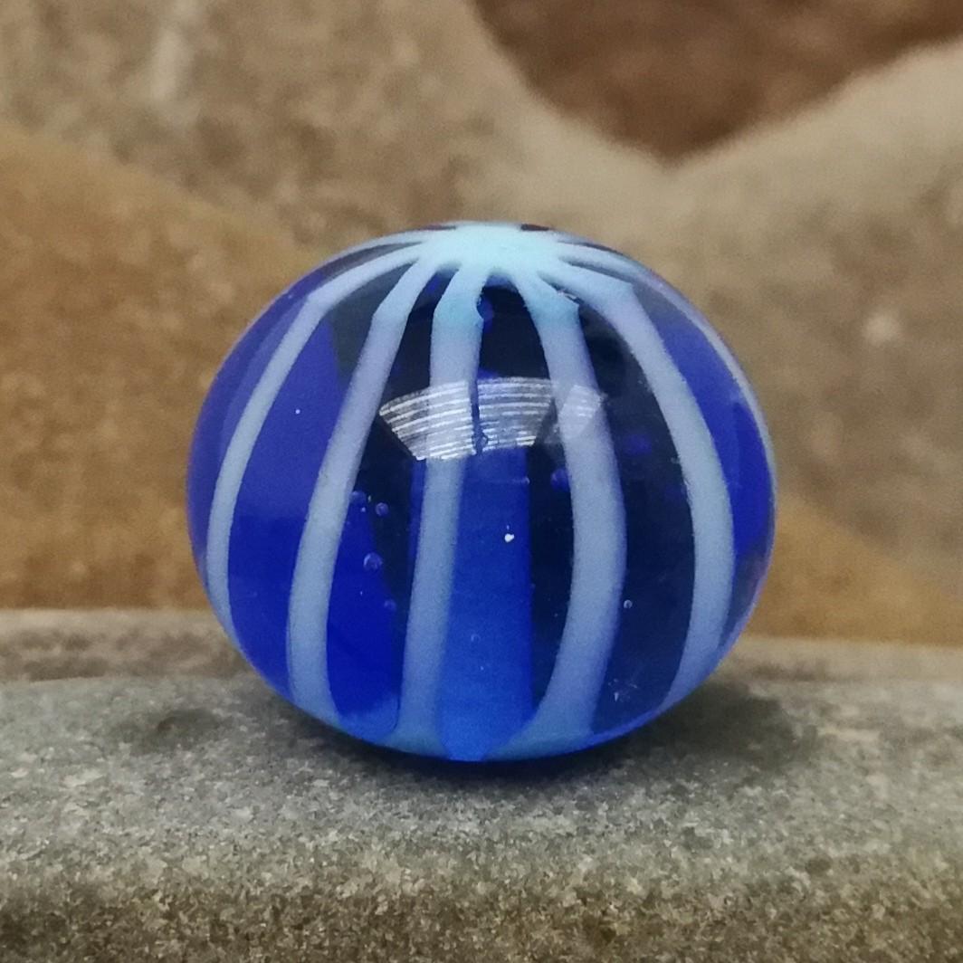azul índigo transparente con rayas asterisco y capa transparente