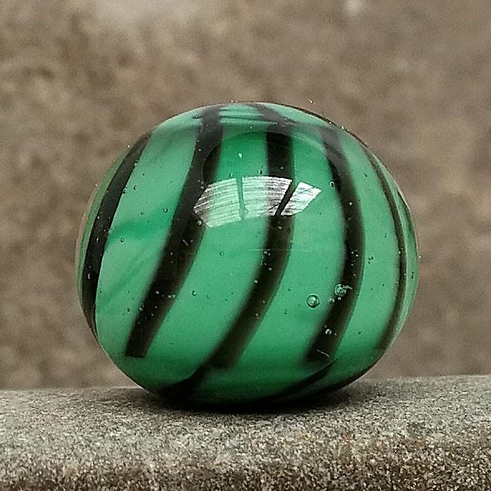 verde hierba con rayas asterisco negras y capa transparente