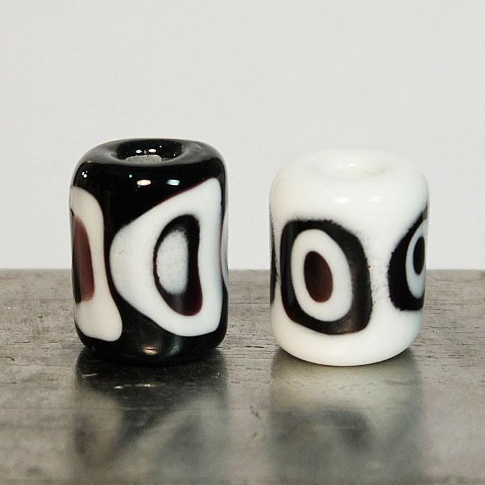 cilindros blanco-negro con lunares superpuestos