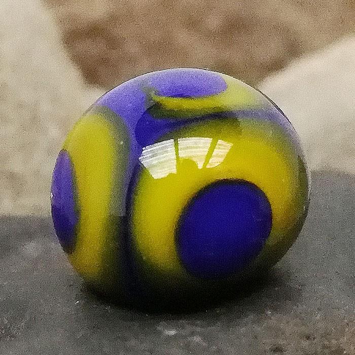 lapislázuli con lunares amarillo limón, lapislázuli y punto transparente efecto lupa