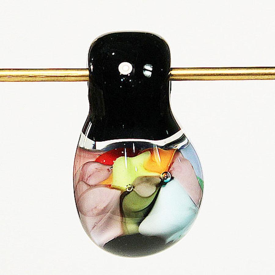 gota redonda negra y transparente con implosiones grandes moradas, verdes, azul claro y rosa