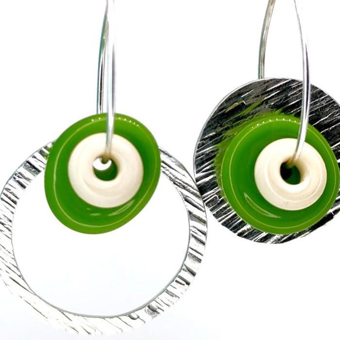 disco verde lima bullseye y arandela marfil claro