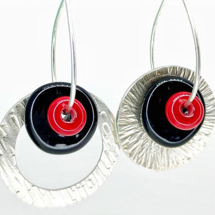 disco negro y arandela rojo lipstick